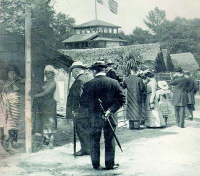zoos humains Visiteurs-expo-coloniale-1907